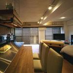 LDK 収納と水廻り、玄関横の和室以外は、すべてワンルームに。