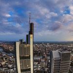Das EZB-Gebäude unweit der anderen grossen Banken am Main