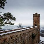 Der Nordturm, im Hintergrund Bensheim und die Bergstrasse