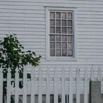 Shakerhaus mit Sprossenfensten