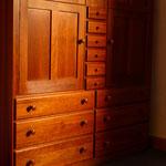 Geschirrschrank / alter Kirschbaum / Mt. Lebanon cupboard