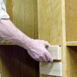 in der Werkstatt: Schübe einpassen/ Mt. Lebanon cupboard