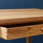 Schreibtisch aus (Oliv-) Esche / Schublade