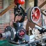 Dampfmaschine mit Transmissionen