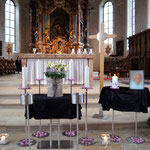 Aufbahrung Urne 4 in der Kirche