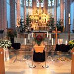 Aufbahrung Sarg 1 in der Kirche