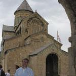 entrada a Catedral de Svetitskhoveli en Mtskheta