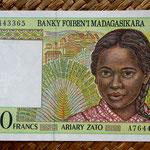 Madagascar 500 francos - 100 ariary 1994 (128x78mm) pk.75 anverso
