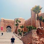 a lado de la muralla almohade de Rabat