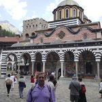 delante de la Iglesia de la Natividad de la Santísima Virgen