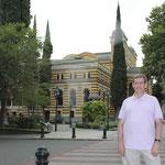 desde el Teatro Nacional de la Opera de Tbilisi