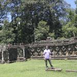desde la Terraza de los Elefantes con el muro de garudas -Angkor