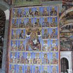 frescos de las paredes en los soportales de la Iglesia de la Natividad