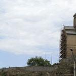 estatua ecuestre del rey Vakhtang Gorgasali e iglesia armenia Metekhi