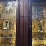 Expositor reliquias y tesoros Catedral de Echmiadzin