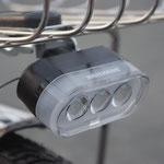 新型プチトリオ点灯虫ライト。カゴ下の高い位置にあるので、対向車などに認識されやすくなっています。