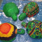Schildkröten aus Gips im Kinderkurs AtelierMo erstellt