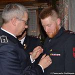 Kommandant Zepf wird für 10 Jahre Feuerwehrdienst mit dem Ehrenzeichen in Bronze des Kreisfeuerwehrverbandes Tuttlingen ausgezeichnet