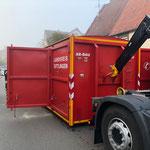 Abrollbehälter Bauunfall der Feuerwehr Spaichingen an der Einsatzstelle Bild: Feuerwehr Trossingen