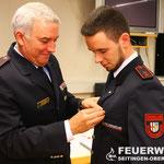 OFM Renè Willmann wird mit dem Ehrenzeichen in Bronze des Kreisfeuerwehrverbandes für 10 Jahre Dienst ausgezeichnet