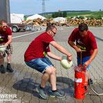 Auch das #Orga Team macht mit und versucht sich an Spiel #5 Wasserball spritzen