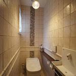 エクリュカラーの上品なトイレ空間