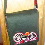 Messenger Bag aus grünem Jeansstoff und Innenfutter mit japanischen Muster