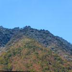 店から見える六甲山。白っぽい。