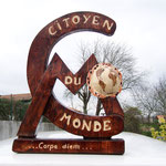 Citoyen du monde gift ideas wood sculpture
