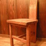 古民家の一室飾る欅椅子