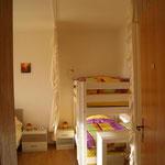 Panorama-Schlafzimmer - Blick auf das Etagenbett 90cm x 2m