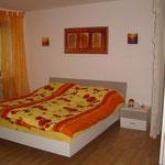 Panorama-Schlafzimmer - Blick aufs Doppelbett 1,80m x 2m