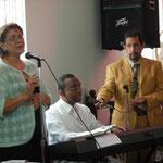 Rev. Raquel y Dr. Sostre Llevaron las Alabanzas