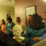 Los pastores hacen una cadena de oración