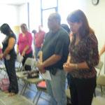 pastores orando por los proyectos