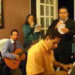 Finalizada la Cena el Pastor Felix Castro dirige el devocional donde asistieron mas de 50 personas