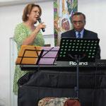 Dr. Samuel Sostre y Raquel cantan al Señor