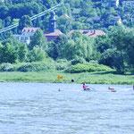 Julia (Boot 12) und Franzi (Boot 11)  im Leichtgewicht Juniorrinnen Einer-Rennen