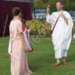 Le consul oblige sa fille Pauline à épouser son intendant Probus, âgé de plus de 30 ans qu'elle.