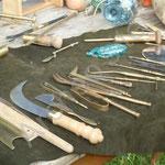 Des instruments chirurgicaux nombreux et variés.