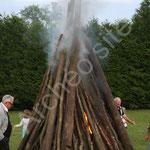 Le maire Marcel Duchemin allume le feu