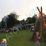 La foule des grands jours autour du feu de la Saint-Jean...