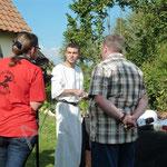 Les journalistes interrogent Florian sur ses préparations culinaires antiques.