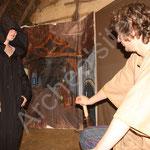 Clovis demande à la sorcière comment retirer le sort qui pèse sur l'objet