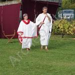 Le consul Claudius annonce à son épouse Bérénice la venue du couple impérial pour la fête de la vendange.