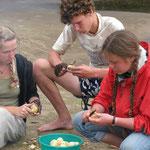 Молодежь за выполнением общественно-полезных работ