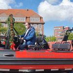 Der Oberbürgermeister sitzt Probe ;-) © FF.Cuxhaven-Duhnen