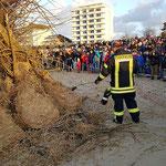 Gegen 20:00 Uhr wurde das Osterfeuer entzündet © Freiwillige Feuerwehr Cuxhaven-Duhnen