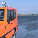 Der Unimog der BF. mit dem Rettungsboot rückt an © FF.Cuxhaven-Duhnen