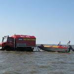 Der Unimog mit dem Rettungsboot der BF. / © Freiwillige Feuerwehr Cuxhaven-Duhnen